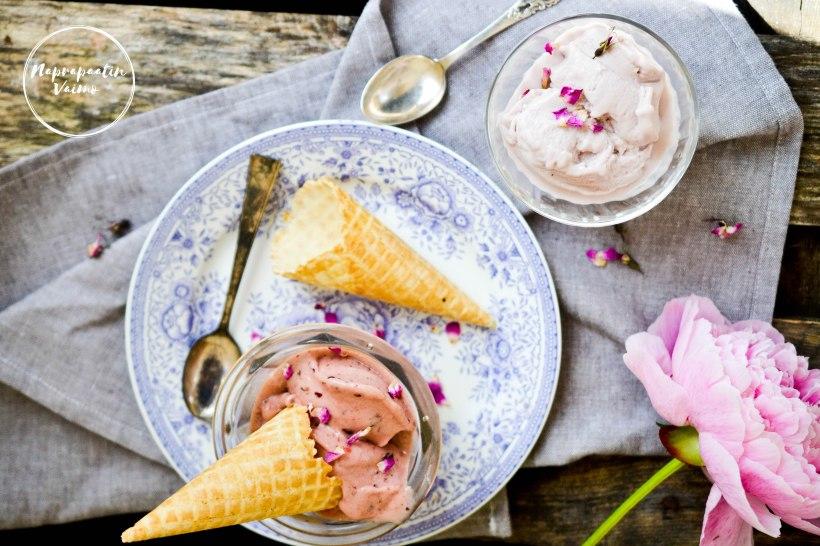 Ruusuvesi jäätelö, rose water icecream